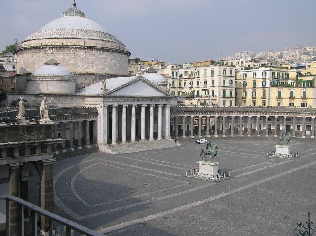http://www.cercohotel.it/uploads/Piazza-del-Plebiscito.jpg
